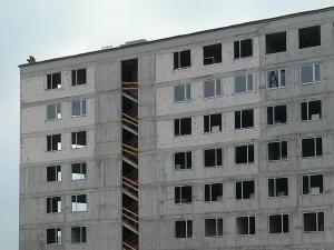 Wstawianie okien na osiedlu Avia etap II