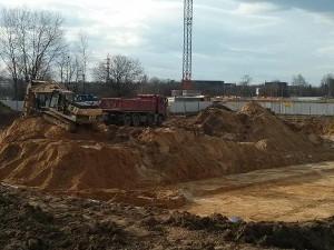 Powstający wykop pod budowę inwestycji Orlińskiego 8 Budimexu