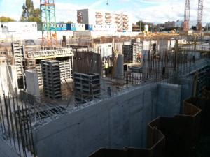 Budowa osiedla Orlińskiego 3 w Czyżynach - deskowanie pod płytę nad poziomem -1