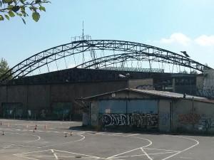 Hangar dawnego lotniska w Czyżynach i stara zajezdnia autobudowa