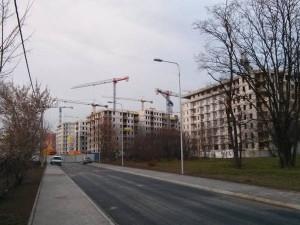 Prace ba placu budowy bloku z tanimi mieszkaniami w Krakowie Orlińskiego 12