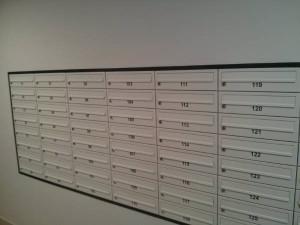 Wykończenie części wspólnych w bloku na osiedlu Orlińskiego - skrzynki na listy