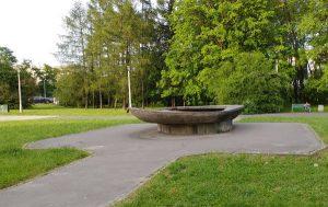 Nieczynna fontanna w Parku Lotników Polskich w Krakowie